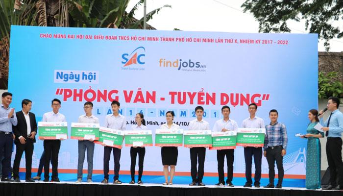 Những tài năng trẻ nhận laptop từ Nguyễn Kim