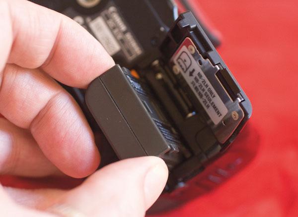"""Pin tuy nhỏ nhưng là """"nguồn sống"""" của cả chiếc máy ảnh"""