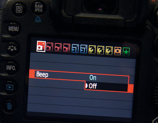Hãy tắt tiếng beep hoặc chỉnh âm lượng ở mức nhỏ nhất