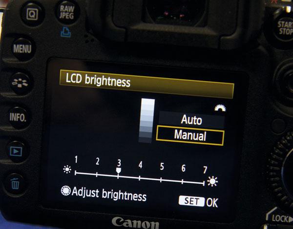 """Màn hình càng sáng càng """"ngốn"""" nhiều pin máy ảnh của bạn"""