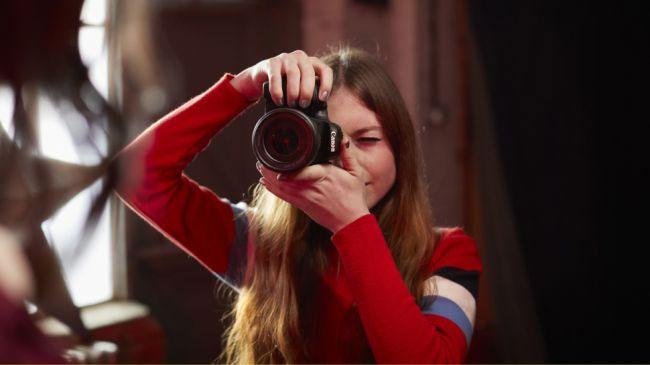 Máy ảnh compact có thể không có ống ngắm viewfinder quang học từ ống kính như DSLR