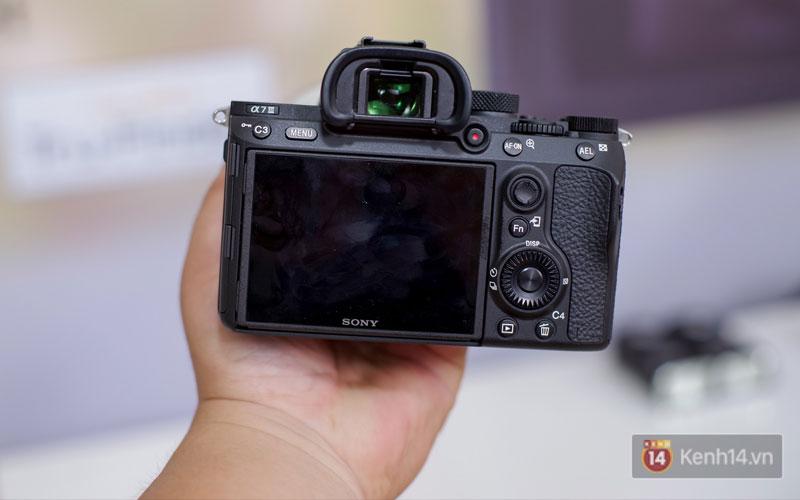 Sony A7 III cho phép chụp liên tục 89 ảnh định dạng RAW nén và 40 ảnh RAW không nén