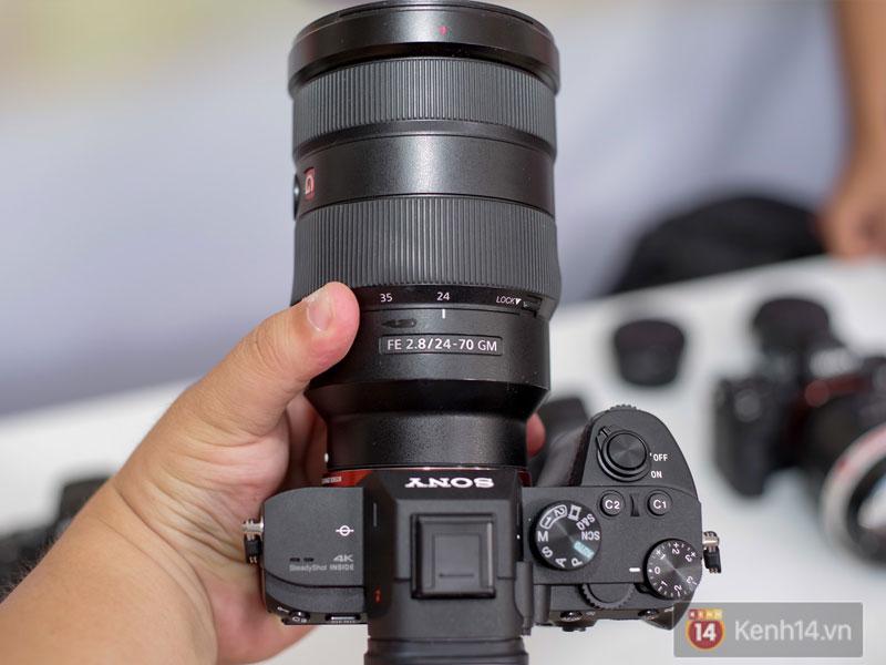 Sony A7 III còn trang bị chân cắm USB Type-C dành cho các nhiếp ảnh gia chuyên nghiệp với tốc độ truyền dữ liệu lớn
