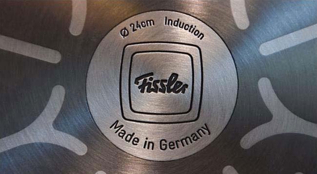 """Dưới đáy nồi Fissler có dòng chữ""""Made in Germany"""" chứng minh được sản xuất tại Đức"""