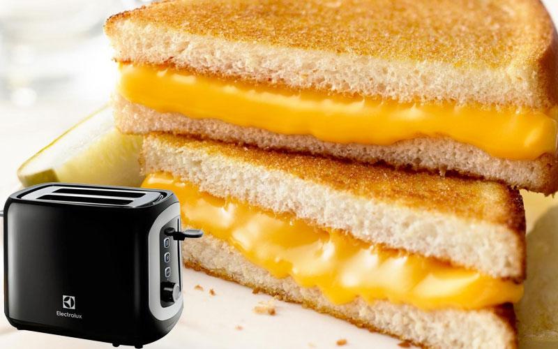 Lò nướng bánh mì Electrolux sở hữu thanh bật nướng bánh mì tròn, bánh mì ổ tiện lợi, đáp ứng nhanh nhu cầu bữa sáng của bạn