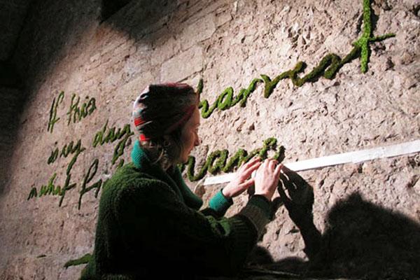 Ý tưởng vẽ tranh bằng rêu đến từnữ nghệ sĩ Anna Garforth