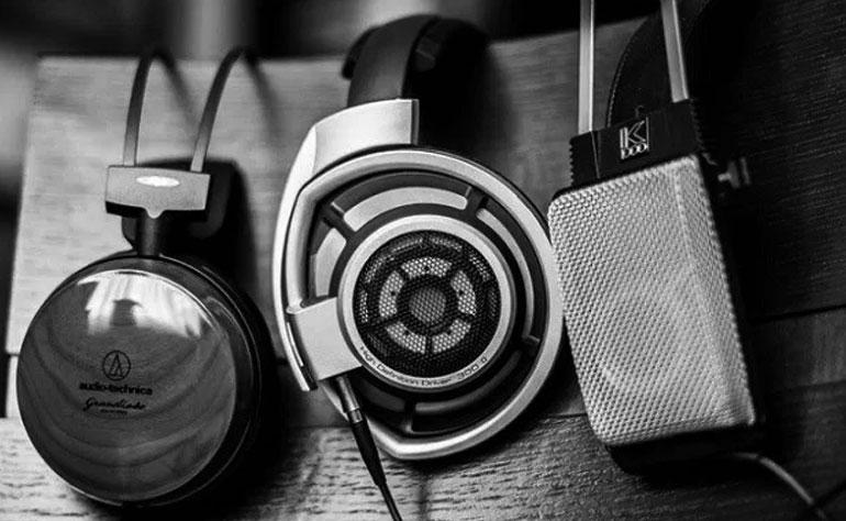 Tai nghe dạng đóng sẽ là lựa chọn duy nhất để tránh tiếng nhạc ảnh hưởng tới những người xung quanh
