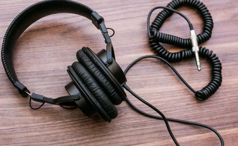 Hãy tham khảo các bài đánh giá trước khi chọn mua tai nghe
