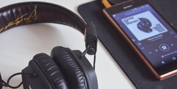 Bạn có thể làm đứt tai nghe nếu đeo chúng trong lúc ngủ