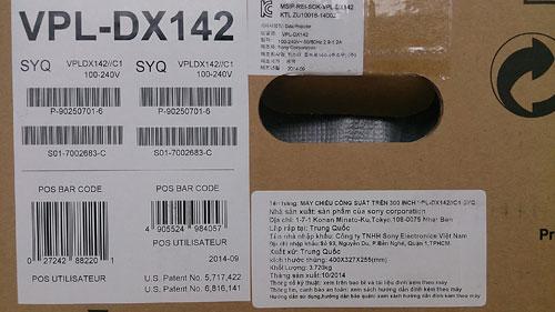 Tem giấy thể hiện tên nhà nhập khẩu là Sony Electronics Việt Nam