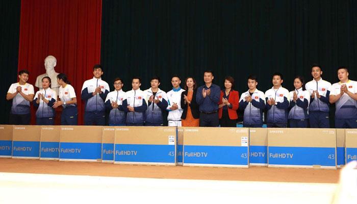 Công ty Cổ phần Thương mại Nguyễn Kim và Tập đoàn điện tử Samsung Việt Nam đã trao thưởng hơn 100 tivi Samsung với tổng trị giá gần 2tỷ đồng cho các VĐV đoạt thành tích cao nhất