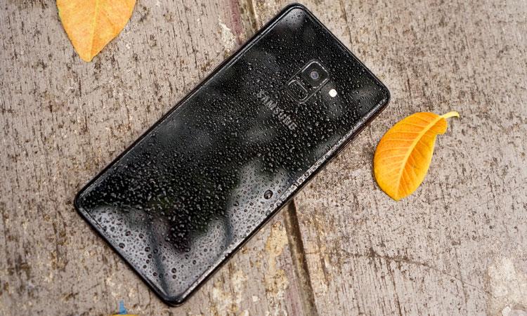 Khả năng chống nước và bụi IP68 cũng được trang bị trên bộ đôi điện thoại Samsung này