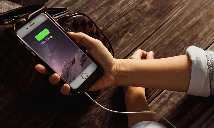 Apple làm chậm iPhone để tối ưu hơn cho những chiếc điện thoại bị chai pin của mình