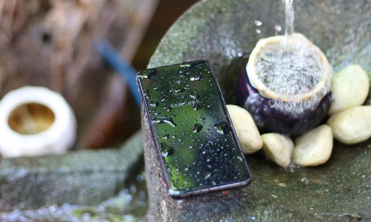 Bộ đôi Galaxy A8/A8+ được trang bị khả năng chống nước