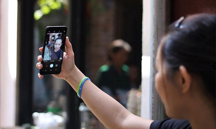 Chụp ảnh selfie lung linh
