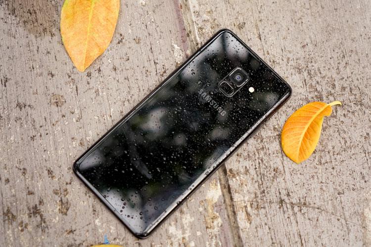 Mặt sau Galaxy A8 thiết kế cong 3D