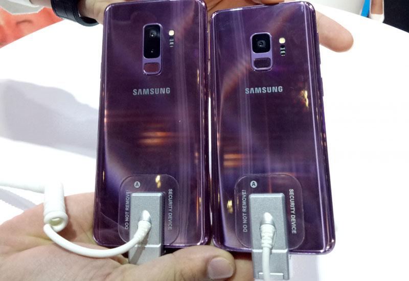 Màu tím xu hướng đã có trên 2 chiếc siêu phẩm Samsung này