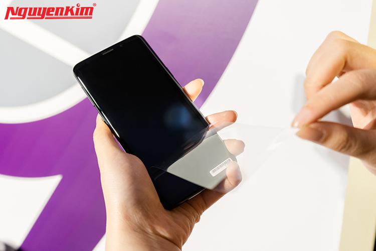 Samsung vẫn trang bị màn hình vô cực tỉ lệ 18.5:9 lên điện thoại với kích thước 5.8 inch cho Galaxy S9 và 6.2 inch đối với Galaxy S9+.