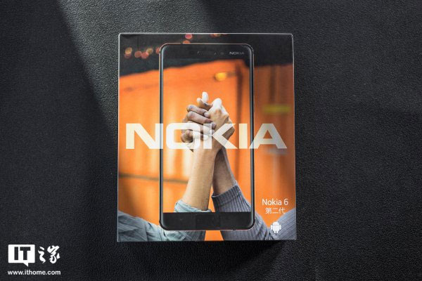 Vỏ hộp Nokia 6 2018 với tông màu đen/cam chủ đạo