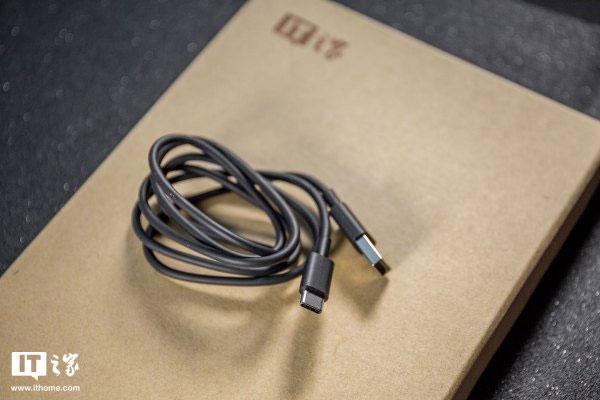 Nokia 6 2018 sử dụng kết nối USB-C, có hỗ trợ sạc nhanh