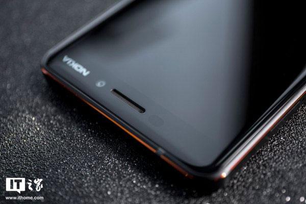 Màn hình cong 2.5D cũng là một trong những yếu tố khiến Nokia 6 2018 trông mượt mà và cao cấp hơn so với những sản phẩm đồng phân khúc