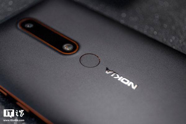 Nokia 6 2018 loại bỏ phím home ở mặt trước và sử dụng cảm biến vân tay ở mặt sau