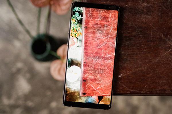 Galaxy Note 8 Tím Khói vẫn được trang bị màn hình vô cực SuperAMOLED với độ phân giải Quad HD+ cùng kích thước mở rộng lên đến 6,3 inch