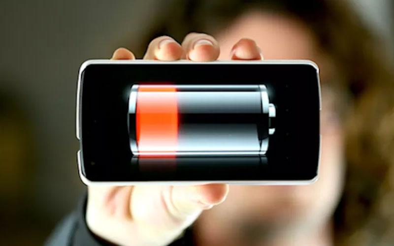 Điện thoại nhanh hết pin cũng là một trong những dấu hiệu bạn cần quan tâm