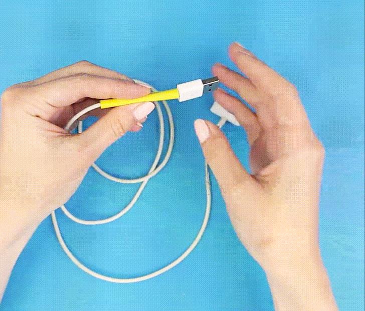 Quấn đoạn ống co nhiệt quanh đoạn cáp điện thoại bị tróc lớp vỏ bảo vệ.