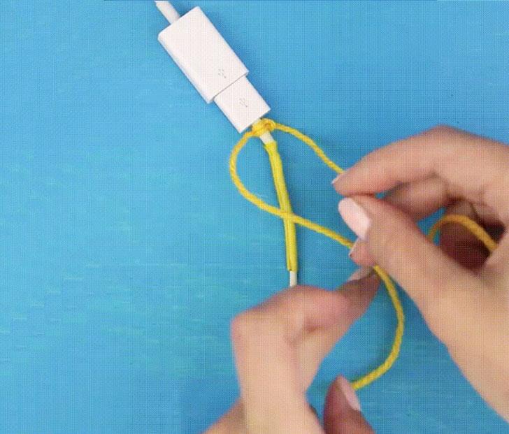 Cuối cùng, bạn quấn len quấn quanh phần ống co nhiệt để tăng thêm độ thẩm mỹ cho sợi cáp.
