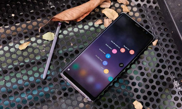 """Sỡ hữu Note 8 Tím Khói cùng """"bút ma thuật"""" S Pen, bạn sẽ cảm thấy mọi thao tác trải nghiệm của mình tối giản hơn rất nhiều"""