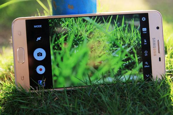 Một tấm ảnh xóa phông sẽ trở nên đơn giản hơn với camera của Galaxy J7+