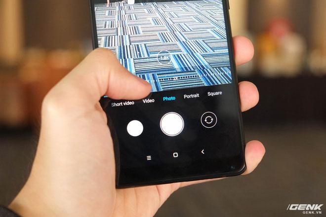 Máy hỗ trợ zoom quang học và chụp ảnh xóa phông