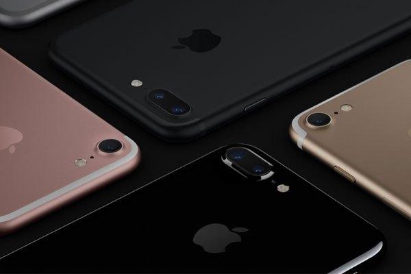 Về thiết kế điện thoại iPhone 8/8 Plus, Apple vẫn không thay đổi so với bộ đôi iPhone 7 và 7 Plus, nhưng cấu hình cải tiến