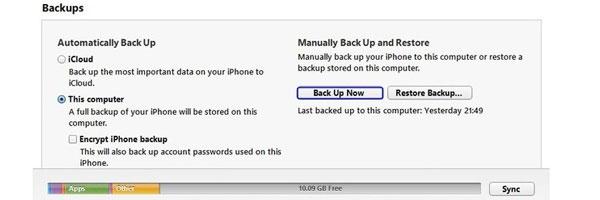 Backup dữ liệu iPhone với máy tính cần sự hỗ trợ của dây cáp