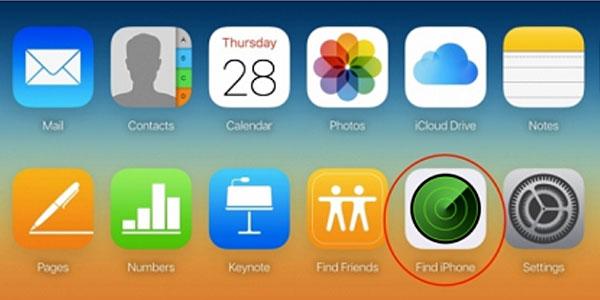 Sau khi đăng nhập tài khoản Apple ID của bạn trong trang web icloud.com trên máy tính, nhấp vào biểu tượng Find iPhone.