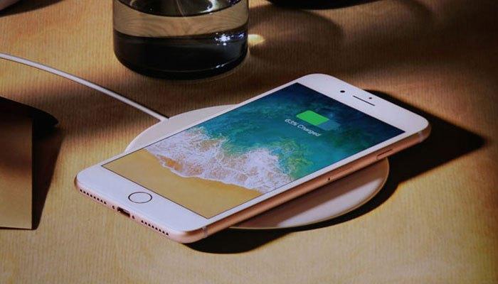 iPhone 8 Plus thu hút với mặt lưng kính sạc không dây hiện đại