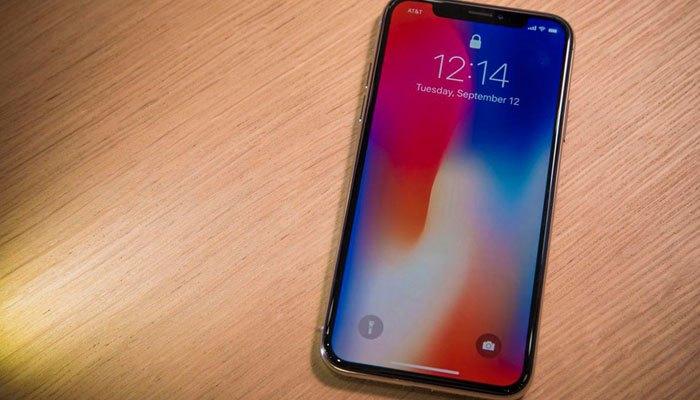 iPhone X sẽ lên kệ vào ngày 3/11 và nhận đặt hàng từ 27/10 với mức giá 999 USD cho phiên bản 64 GB và 1.149 USD cho phiên bản 256 GB.