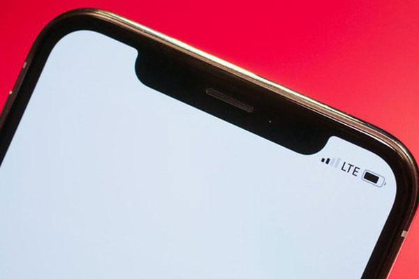"""""""Tai thỏ"""" nổi bật trên màn hình trắng đối với nhiều người là phần dư thừa nhưng lại là sự sáng tạo đột phá của Apple liên quan đến Face ID đấy!"""