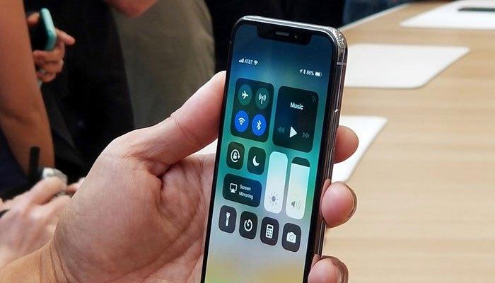 Apple đặt hệ thống camera TrueDeep để nhận diện khuôn mặt của người dùng trên iPhone X