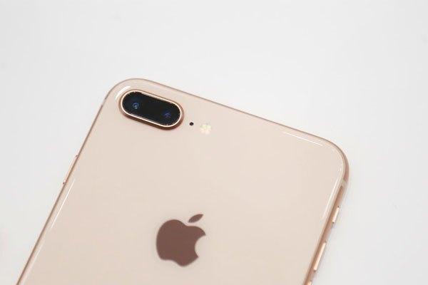 Kế thừa cụm camera kép từ iPhone 7 Plus nay với sự nâng cấp cùng những thuật toán mới, iPhone 8 Plus hỗ trợ chụp chân dung ấn tượng hơn cùng nhiều hỗ trợ chụp ảnh tối ưu cho người dùng