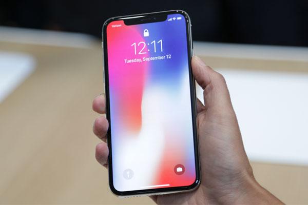 """Liệu phiên bản kế nhiệm với màn hình """"dữ dội"""" hơn iPhone X sẽ xuất hiện vào năm sau?"""