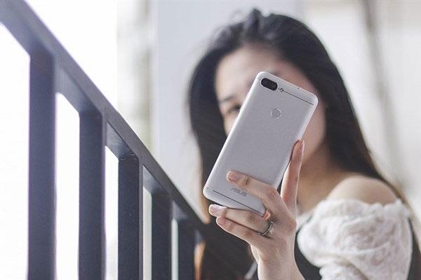 Bảo mật trên điện thoại cũng được nâng cấp đáng kể với cảm biến vân tay và nhận diện khuôn mặt.