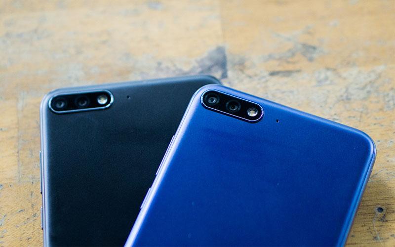 Cụm camera kép ở mặt sau có cách bố trí thường gặp trên thiết kế điện thoại