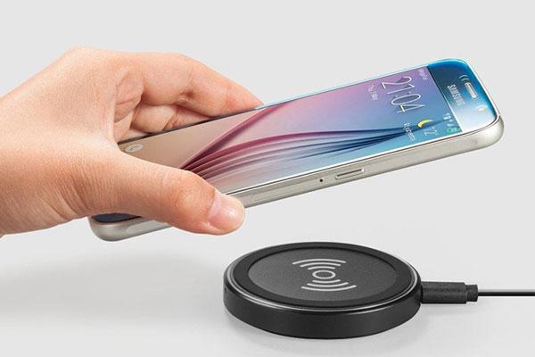 Liệu có ai đó sẽ tìm cách phát triển được công nghệ sạc không dây thông qua kim loại không nhỉ?
