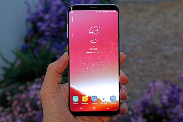 """Galaxy S8+ đánh dấu rất nhiều """"sự đầu tiên"""" của Samsung, phải kể đến như màn hình vô cực hay bảo mật mống mắt"""