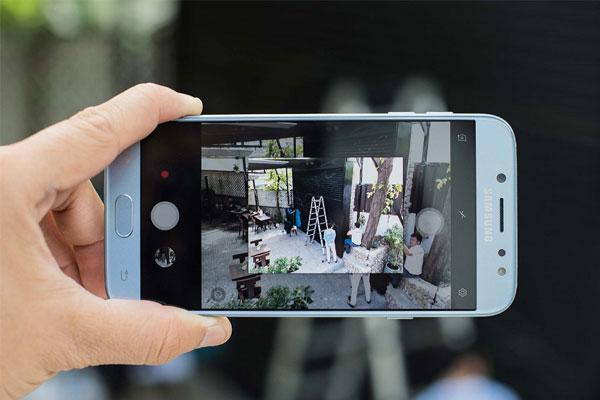 Không chỉ camera selfie mà camera chính J7 Pro cũng có độ phân giải 13MP, khẩu độ f/1.7, giúp mang đến những ảnh chụp sắc nét, đầy đủ chi tiết dù là đêm hay ngày