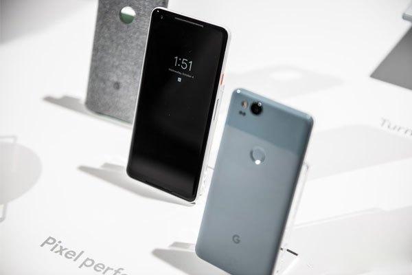 """Không sở hữu màn hình tràn viền xu hướng nhưng bộ đôi điện thoại Pixel 2 và Pixel 2 XL vẫn """"đánh cắp trái tim"""" người hâm mộ bằng sự tinh tế vốn có"""