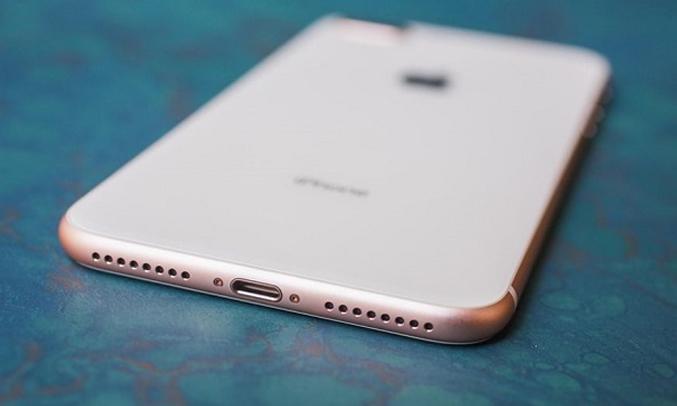iPhone 8 256GB Silver âm thanh cực hay với âm trầm sâu hơn