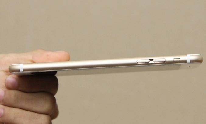 iPhone 6 32GB vàng bố trí nút nguồn ở cạnh bên của máy